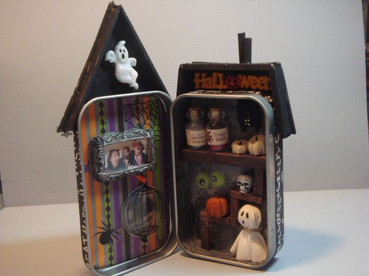inside of a halloween tin inspired by pinterest - Halloween Diorama Ideas