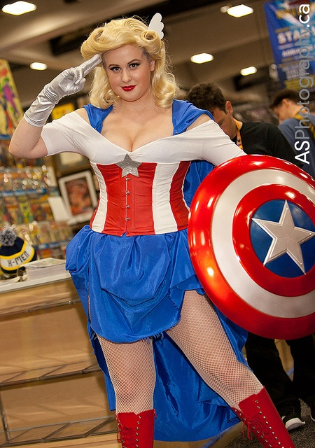 Pinner before: Female Captain America at Comic-con SDCC 2012 by andreas_schneider, via Flickr