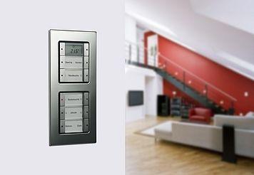El push-sensor de Gira permite controlar una gran variedad de funciones. Este modelo es de la serie E22.