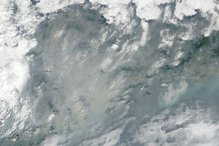 Air Pollution Shrouds the Pearl River Delta : Image of the Day : NASA Earth Observatory