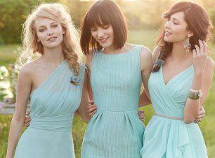 Подружки невесты в платьях разных фасонов