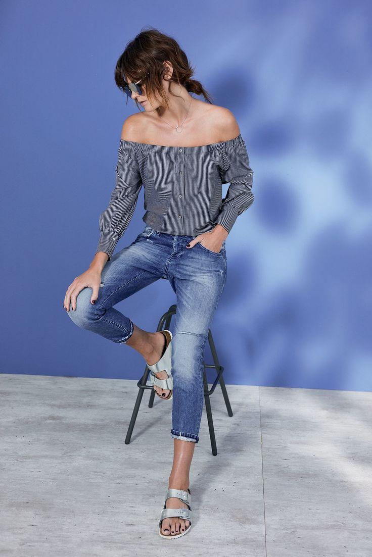 """Bye, Bye Boyfriend – es geht zurück zum Ex! rich&royal begeistert mit seinem Jeans-Modell """"Ex-Boyfriend"""" in geschmälerter Form. Im Five-Pocket-Schnitt mit Used-Waschung und nicht unterlegten Destroyed-Effekten."""