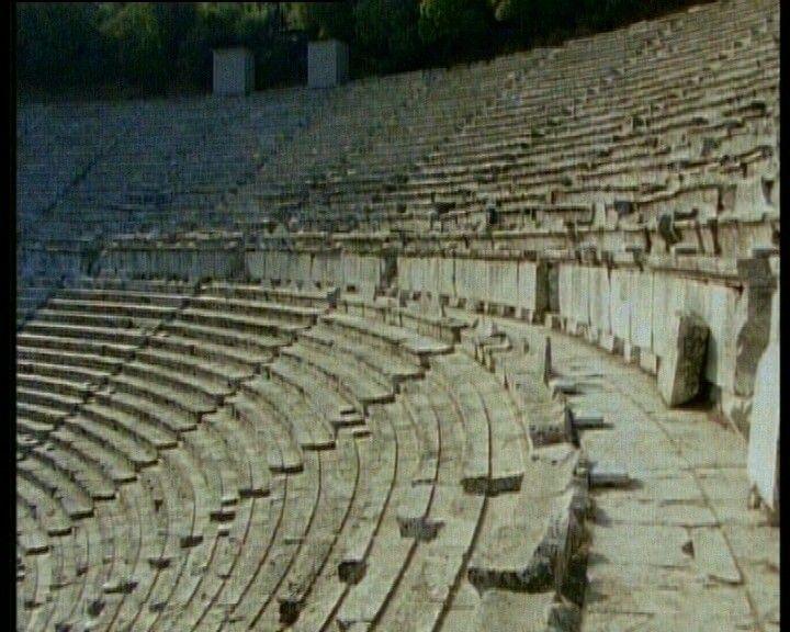 De Oude Grieken waren dol op toneelstukken. Ze bouwden er theaters voor. Video schooltv