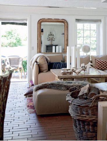 Bolig: Sommerhus med antikke møbler og loppefund