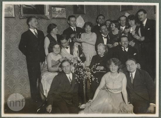 portret zbiorowy we wnętrzu, goście Zofii i Pawła Mussilów, lata 30