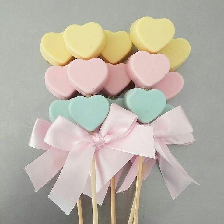 Adorei esses pirulitinhos para o tema Chuva de amor. Lindo e fácil, né?? Via #pinterest . #chuvadeamor #festachuvadeamor #chuvadebençãos #piradaemfesta #temachuvadeamor