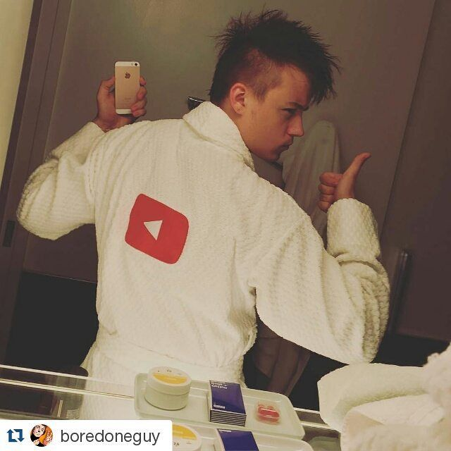 #Repost @boredoneguy with @repostapp  ОФИГЕННЫЕ ХАЛАТЫ!  YOUTUBE!  #ивангай #иван #рудской #иванрудской #eeoneguy more celebrities on http://starspages.ru