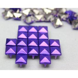 PYRAMIDE PAARS 100 STUKS voor maar €5,95  Deze Paarse Pyramide Studs maak je eenvoudig vast aan bv. je tas, blouse, schoenen, muts of spijkerbroek. Simpelweg de studs door de stof heen prikken en aan de achterkant de pootjes ombuigen met een tang of je hand. - See more at: http://www.studsandstones.nl/vierkante-studs/33-paars-100-stuks.html#sthash.UKVbWfuu.dpuf