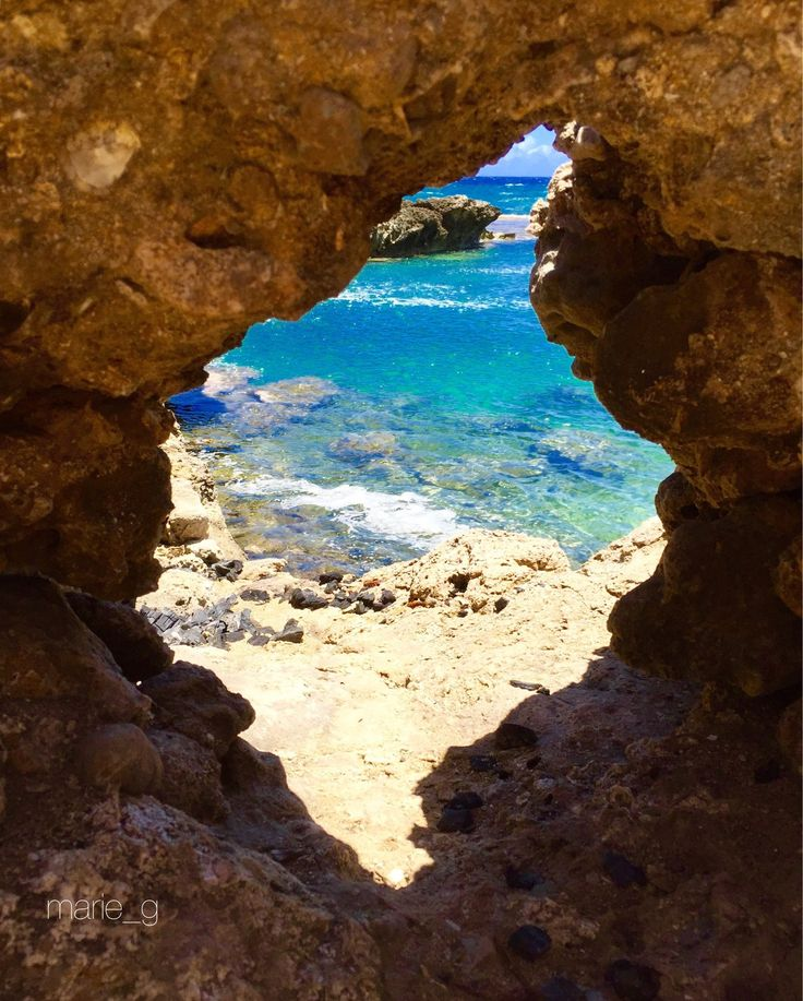 Ka'ena Point State Park, Oahu, Hawaii - An easy hike to the point where north shore and west shore meets...before you get to point along the north shore you'll find tide pools and some cracks in the rocks like this one.  #hiking