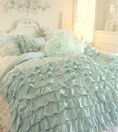 17 best ideas about romantic bedroom colors on pinterest - Habitaciones shabby chic ...