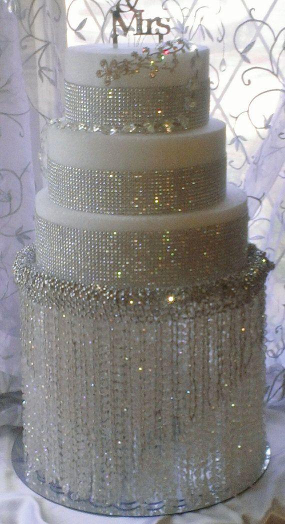 Wedding Cake Stand With Crystals/ Chandelier por FashionProposals