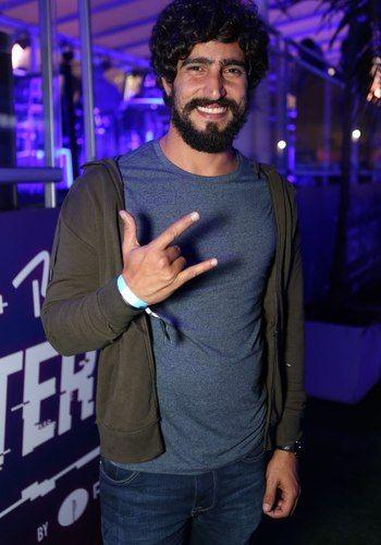 Renato Góes e Caio Castro curtem mesma festa após show de rock http://ift.tt/2xx3DUk