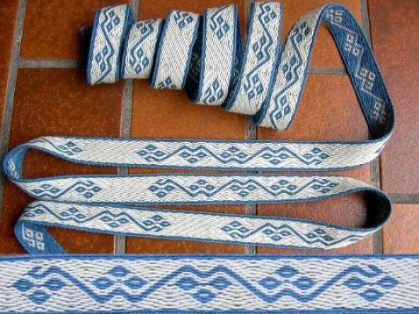 This website has a lot of cool spinning and weaving tools including a rigid heddle for band weaving and some fantastic charts for card weaving!