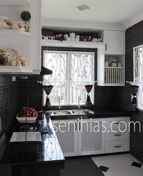 Kabinet dapur hitam putih di selayang kitchen ideas for Kitchen kabinet