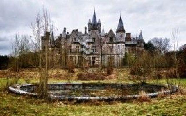 Oltre 25 fantastiche idee su castelli abbandonati su for Case che sembrano castelli