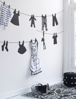 What a great budget way to decorate a wall in a kids room. Total costs: 5,74 euros