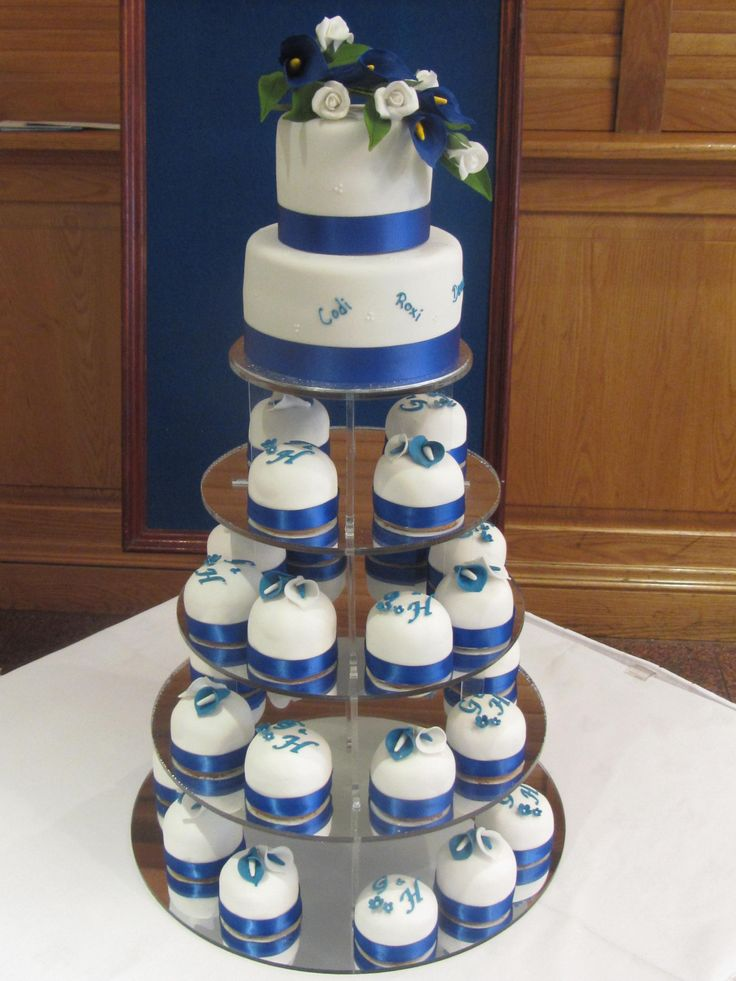 2 tier wedding cake with cupcakes best 25 royal blue small wedding cakes ideas on 10181