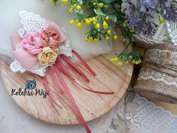 http://koleksiwiji.com/product/aida-in-my-heart Aida in My Heart Size : 8 cm Colours : perpaduan gradasi warna putih dan warna pastel Materials : paper flowers, artificial flower, lace and beads  bros bunga, bros cantik, bros hijab, bros kain, Bros korsase, koleksiwiji, pins bros -  - #BrosBunga, #BrosCantik, #BrosHijab, #BrosKain, #BrosKorsase, #Koleksiwiji, #PinsBros -