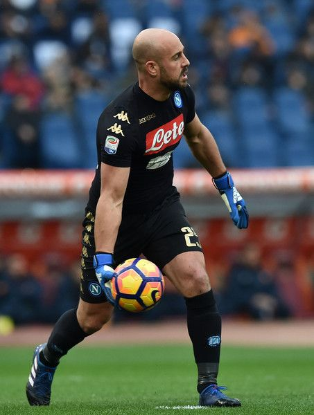 Pepe Reina Photos Photos - Pepe Reina of SSC Napoli  in action during the Serie A match between AS Roma and SSC Napoli at Stadio Olimpico on March 4, 2017 in Rome, Italy. - AS Roma v SSC Napoli - Serie A