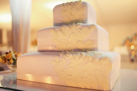 Contemporary yellow petal wedding cake