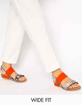 New+Look+Wide+Fit+Flash+Faux+Snakeskin+Footbed+Sandals