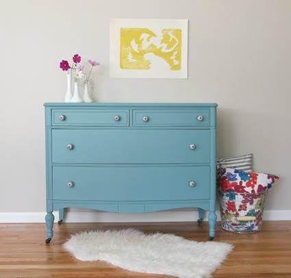 Muebles pintados con colores