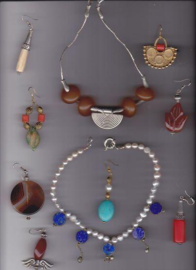 collane con perle, turchesi e agate
