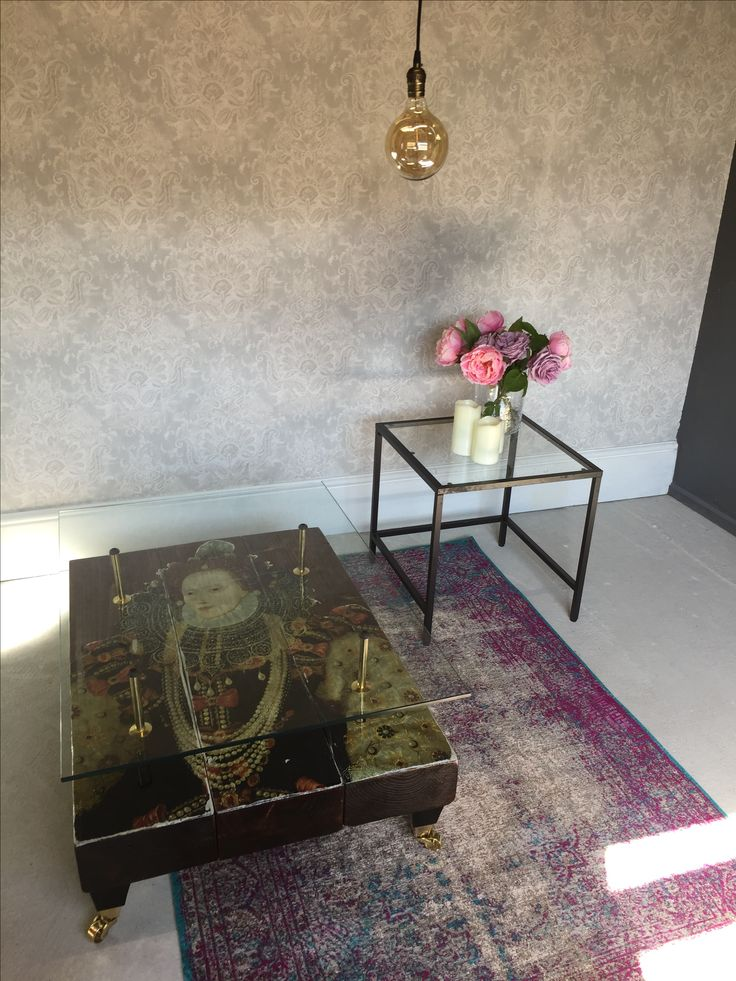 Queen Elizabeth I Coffee Table with glass top