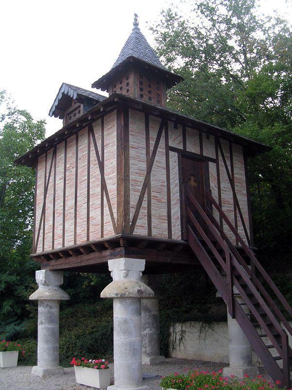 Pigeonnier médiéval, Soual -Tarn - à découvrir dans le circuit des pigeonniers - Chambre d'hôtes écologique de charme dans le Tarn près d'Albi - Brin de Cocagne