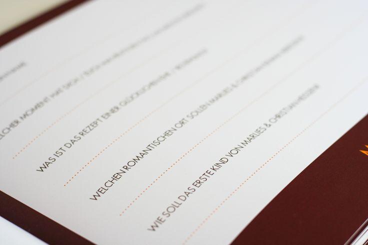 Gästebuch für Hochzeit/Geburtstag/Familienfeiern/Events mit individuellen Fragen. Design: Herbst, in Orange, Braun, Gelb. ©passion4paper / www.die-edle-karte.de