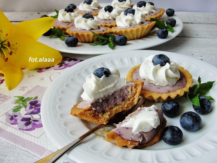Ala piecze i gotuje: Kruche babeczki z masą serowo borówkową
