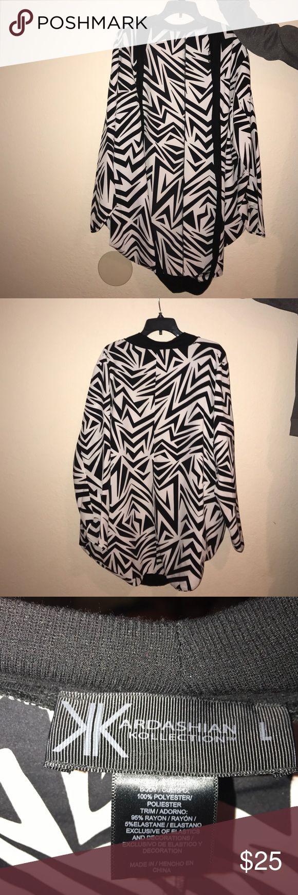 Kardashian kollection kimono Black and white Kardashian kollection kimono. Never used, great material. Makes an outfit pop! Kardashian Kollection Jackets & Coats Capes
