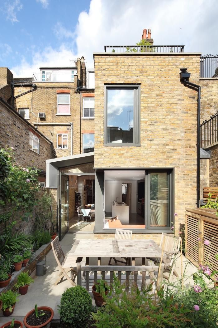 London townhouse with modern garden for indoor outdoor living
