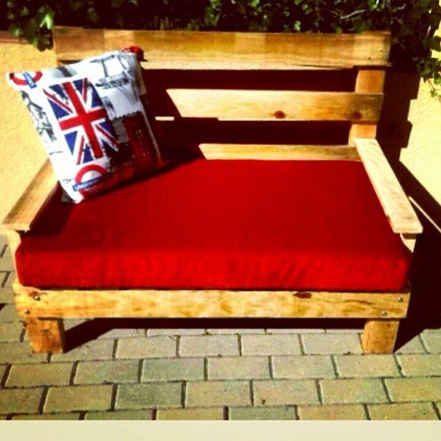 7Vides Vintage - www.7vides.com - Sofa de madera reciclada, base de espuma tapizada y cogin incluidos #7vides #palets #sofa #reciclado #mercantic #palet #vintage #couch #palet #diy