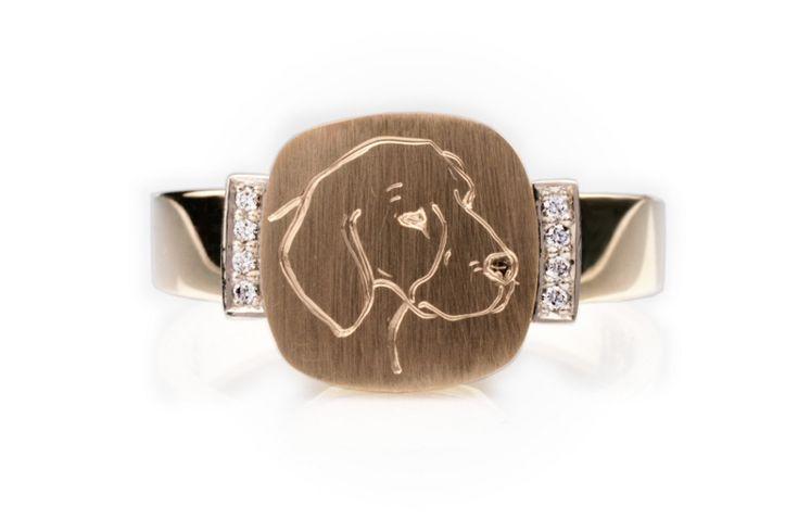 Hieman erilainen kantasormus. Koristeena timantit ja kaiverrettu beaglen pää. CaiSanni.
