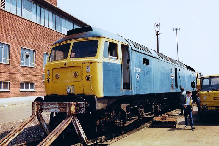 47275 (ex D1977) at Crewe Works on 4th July 1987. Built at Crewe Works and delivered to Gateshead Depot on 11th Dec 1965. Withdrawn on 7th Sept 1986 and cut up at C.F.Booths, Rotherham in March 1989.(Paul Wormstone)