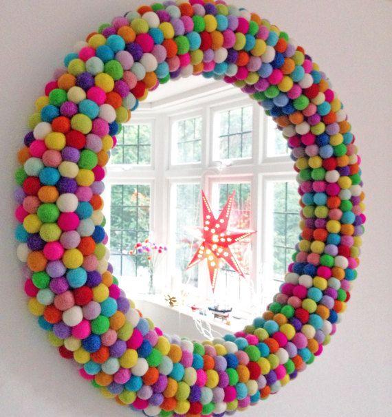Große runde Wandspiegel. Statement Mirror. Gerahmte Filz Ball Spiegel. Dekorative Spiegel. Benutzerdefinierte Spiegel. Einzigartige Wandspiegel