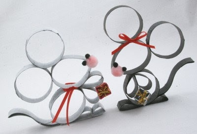 Toilet paper roll mice. Would make an adorable christmas tree ornament.