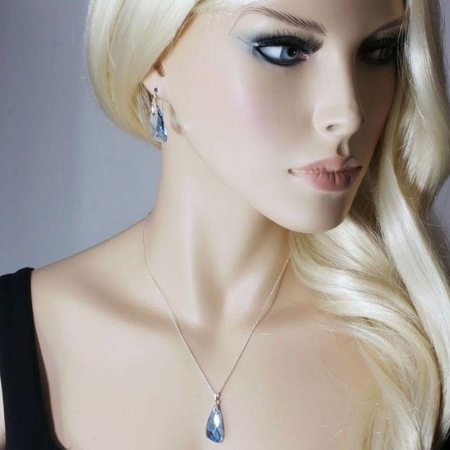 """BISHOJO est une marque de bijoux artisanaux qui realise ses creations avec des SWAROVSKI ELEMENTS. La livraison est GRATUITE en 72h. Parure """"Angel"""" en Argent 925 composee d'une paire de Boucles d'oreilles et d'un collier assorti. Les Boucles d'oreilles et le collier sont ornes d'elements en cristal SWAROVSKI. Poids moyen de l'Argent 925 : Boucles d'oreilles : 0.86 gr - Collier : 1.65 gr -  Couleur= Aquamarine - Longueur des Boucles d'oreilles: 35..."""