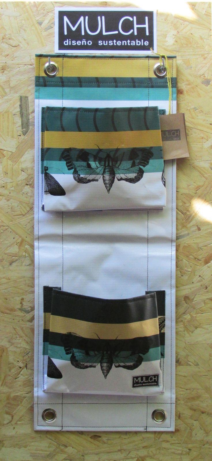 Jardin vertical de 2 bolsillos, facil colocacion,  fabricado en lona vinilica reutilizada de carteles de publicidad.