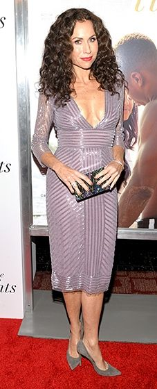 Minnie Driver stood out on the red carpet in a flattering cobalt dress with a lace side panel design.