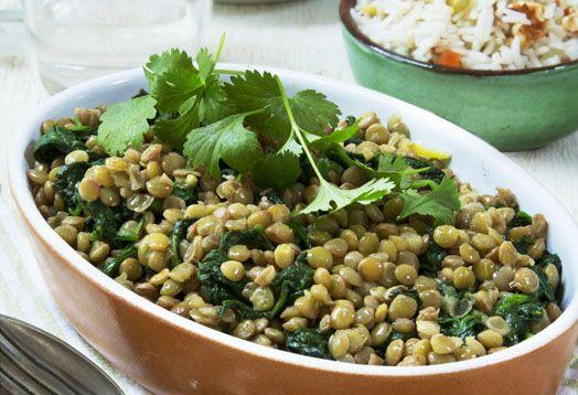 Groene linzen met spinazie en notenrijst