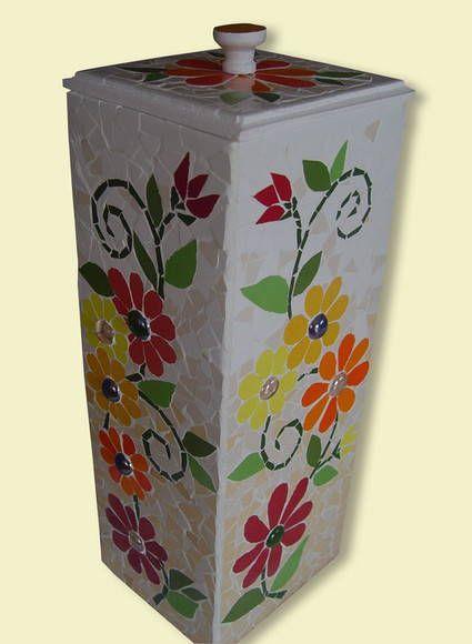 Material: Azulejos e pastílhas de vidro  Base: MDF