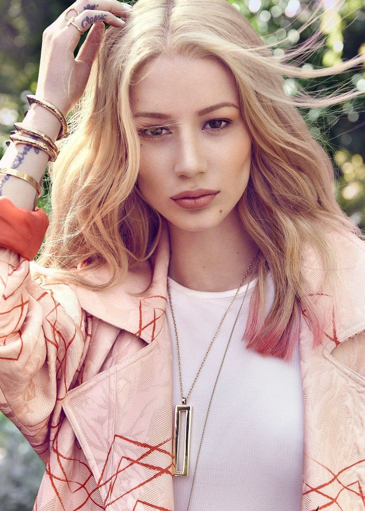 The Australian born, Hip-Hop rapper, Iggy Azalea has a body to die for. Iggy makes that Twerking music.