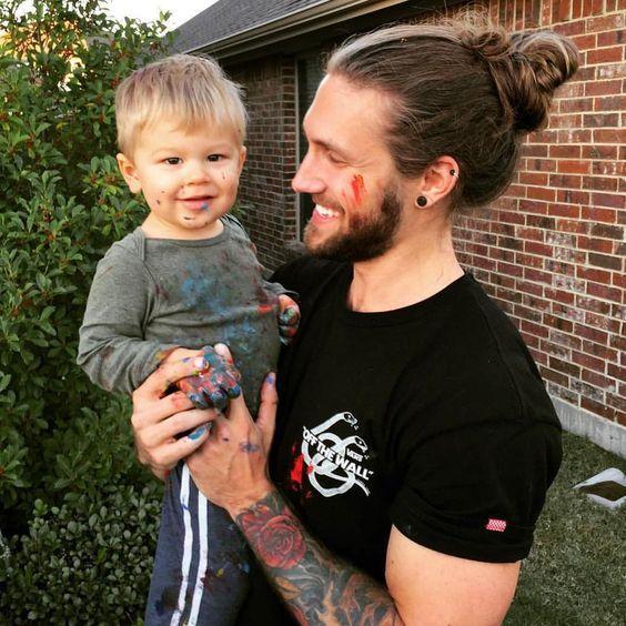 Coiffures pour hommes aux cheveux longs
