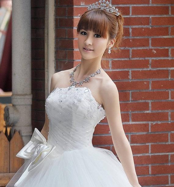 Wedding Gown Wedding Dress Bride Dress Bridal standard Wide Hip Romantic Fairy Tale Princess Gown Bow Swarovski White Ice Layer GownPrincesses Gowns, Dresses Brides, Layered Gowns, Brides Dresses, Ice, Wedding Gowns, Gowns Bows, Gowns Wedding, Tales