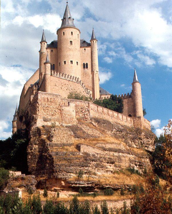 Es sin dudas la postal medieval más famosa de toda Segovia, el Alcázar