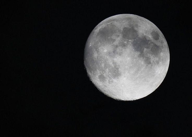 Quelle est la date de la prochaine pleine lune au ...