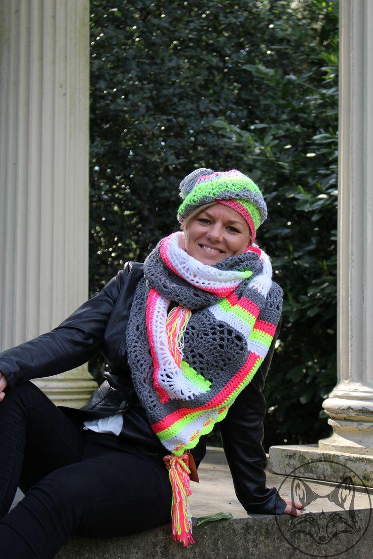 Multifunctionele sjaal in grijs met neon - La Volpe Moda