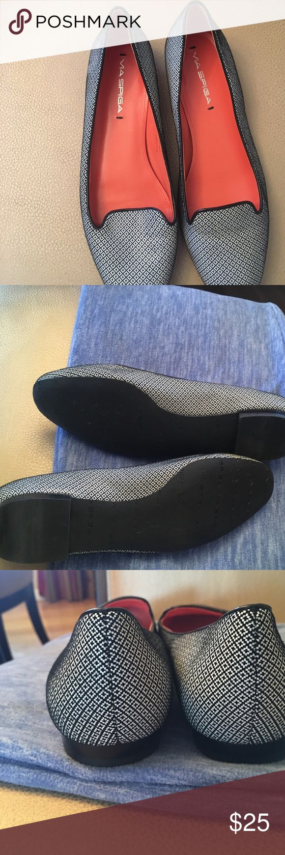 Via spiga shoes Navy blue and white flats. In great condition, like new. Via Spiga Shoes Flats & Loafers